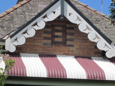 Swirling bargeboard and striped bullnosed verandah, 48 Allen St